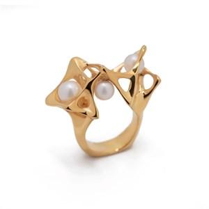 Позолоченное кольцо с жемчугом «Distortion» Fjord